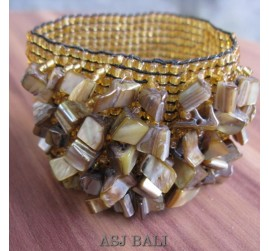 stretching beaded bracelets with shells