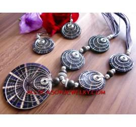 Resin Necklaces Set