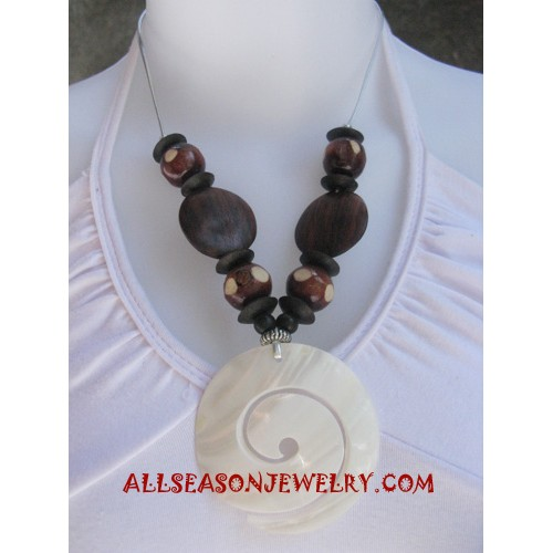 Shells Woods Necklace
