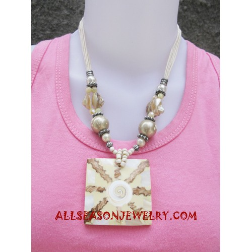 Pendant Shell Necklace