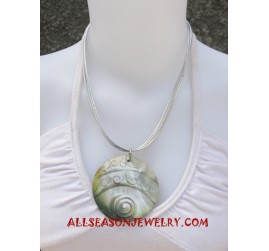 Carving Seashell Necklace