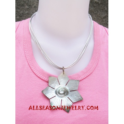 Carving Seashells Necklace
