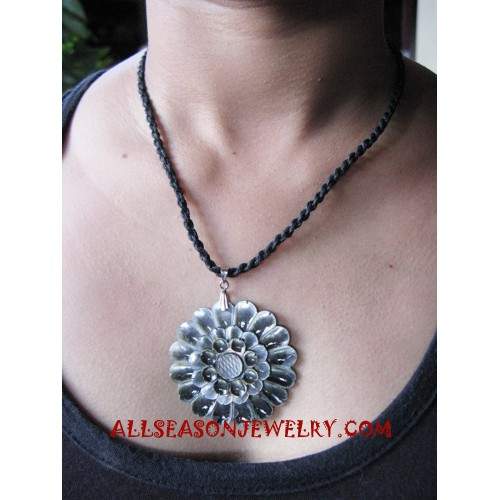 Shell Carving Pendant Necklace