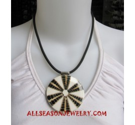 Shell Resin Necklace