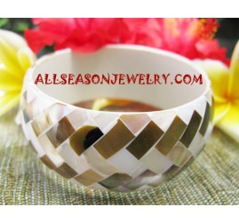 Women Shell Bangle
