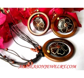 Woods Painted Jewelry Set