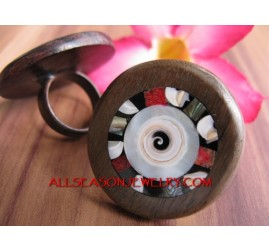 Sono Wood Ring With Shells